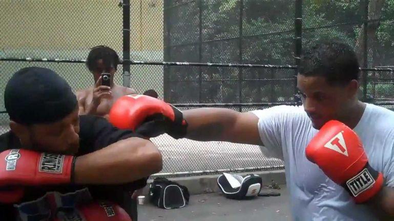 52blocks: боксерская горизонтальная двойная локтевая защита. Rob the Bank