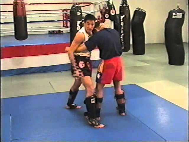 Тайский бокс. Удары коленями в клинче
