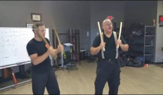 «Грязная дюжина» упражнение с двумя палками Пекити-Тирсия Кали