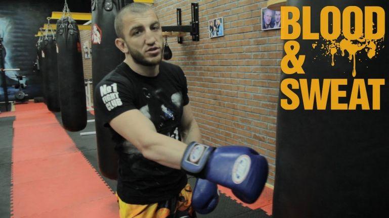 Кроссфит видео. Джабар Аскеров. Работа на мешке для ударника и тренировка пресса.