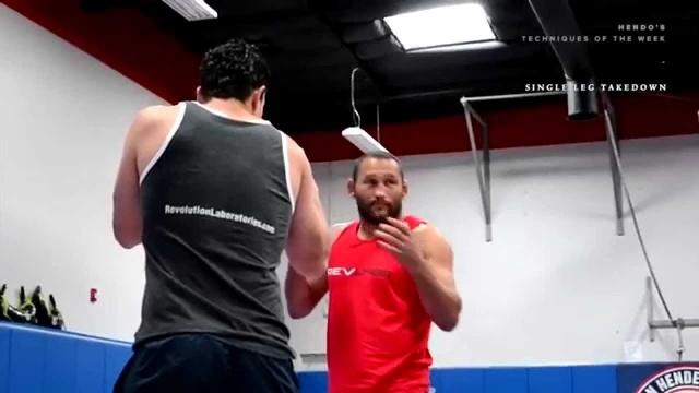 [Техника ММА] Дэн Хендерсон - проход в одну ногу против левши