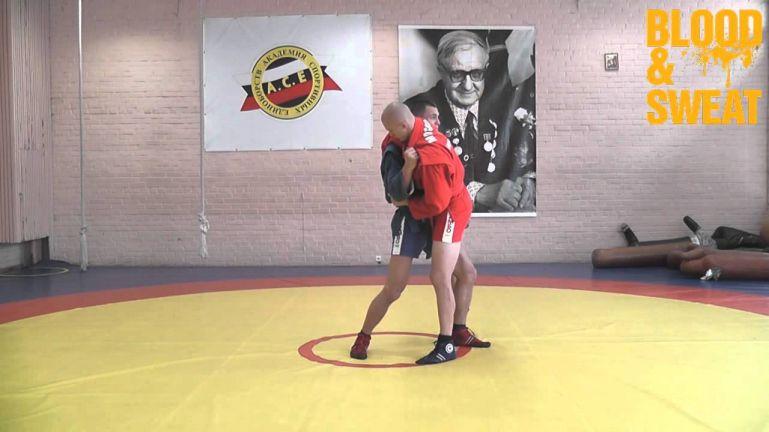 Уроки самбо. Боковой переворот - рычаг колена  (Дмитрий Шергин). Боевое самбо.