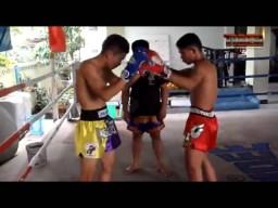 Техника тайского бокса от тайцев. Тренировка часть 1.